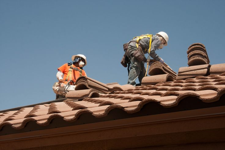 Take a look at the safety guidelines you must be following while new #roof #installation.