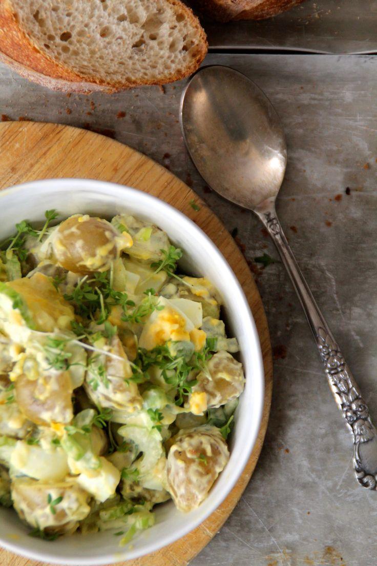 Med tysk mor så kan jeg nesten påstå at jeg er født og oppvokst med potetsalat i all dens former. Og selv om jeg har spist mye potetsalat så elsker jeg den fortsatt. Nå skal jeg raske på og legge inn en liten bemerking til det jeg akkurat skrev – jeg elsker potetsalat, men ikke [...]Read More...