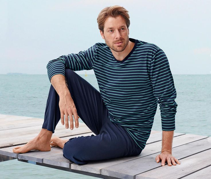 89,95 TL Organik pamuk sayesinde son derece rahat  Yumuşak Single-Jersey malzemeli saf organik pamuklu pijama takımı ılık yaz geceleri için mükemmeldir. Rahat lastik belli, düz kesimli pijama altı ceplidir ve oldukça rahattır.