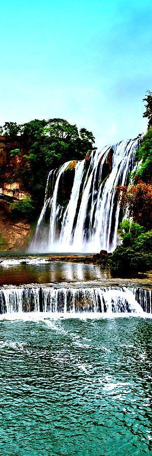 Vodopád Huangguoshu, Čína    Vodopád Huangguoshu je jedným z najväčších vodopádov v Číne a vo východnej Ázii, ktorý sa nachádza na rieke Baishui (白水河) v provincii Anshun v provincii Guizhou. Je vysoký 77,8 m a široký je 101 m. Hlavný vodopád je vysoký 67 m (220 ft) vysoký a 83,3 m (273 ft) široký.