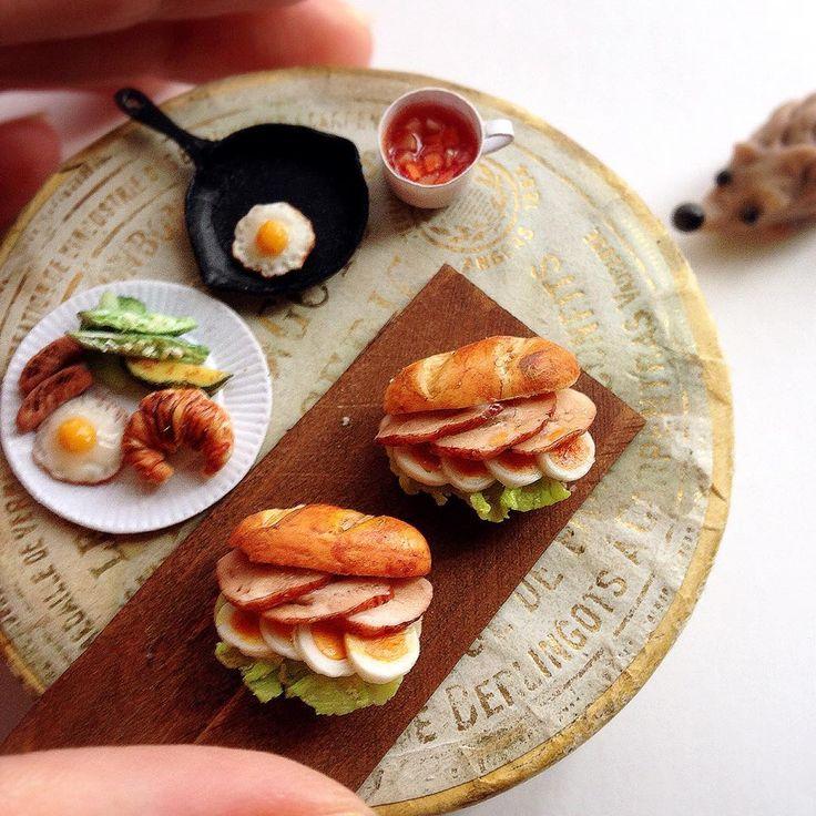 Sandwiches やわらかチキン&半熟ゆで卵のサンドを作りました。 こちらはそのまま単品で販売します。 9月18日(日)どうぶつとおやつのマルシェ 池袋ギャラリーK 12:00〜16:30 入場無料 9:00〜9:30の間に整理券先着順で配布 14:00より自由入場 どうぞよろしくお願い致します #ミニチュア#樹脂粘土#ハンドメイド#ミニチュアフード#パン#サンドイッチ#miniature#clay#handmade#miniaturefood#bread#sandwich#instapic#instafood#onthetable#foodpics#foodphotography #yummy#kawaii#delicious