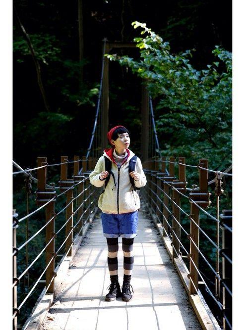 山ガールコーデと言えば、明るい色合わせに可愛い足元!お気に入りのファッションなら、登山ももっと楽しくなります。ここでは、富士山など本格派の山ガールコーデから、ハイキングにぴったりでタウンユースもできるコーデなど登山初心者さんが参考になるファッションコーディネートをご紹介。春夏、秋冬の季節別コーデ、ユニクロを取り入れたお手頃コーデにも注目。mont-bell(モンベル)、MILLET(ミレー)などおすすめブランドもチェックしてみてくださいね。