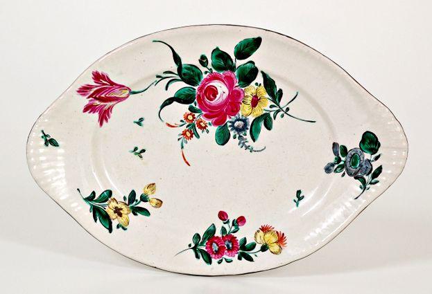 """Piccolo vassoio ovale """"alla rosa"""". Manifattura Ferniani, Faenza (MIC)"""