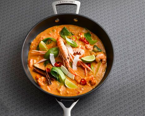 Due to the tropical climate and abundance of coast line, prawns are farmed in abundance in Thailand, and as such are one of the most popular foods in Thailand. Best served with either rice or noodles, this delicious and fragrant dish offers a taste of the exotic in your very own home.