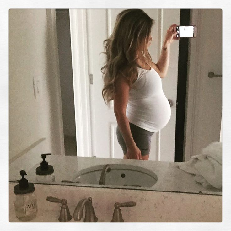 Jessie James Decker..  #33weeks #bumpstyle