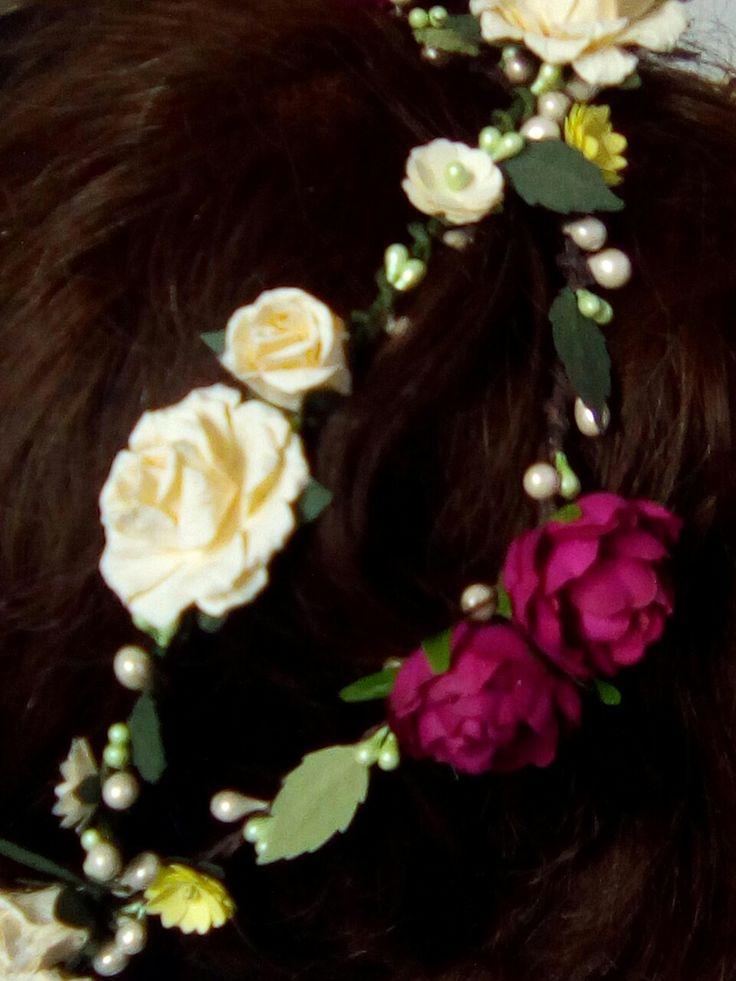 Coronas de flores hechas a mano. Diseño y fabricación propia. Calle Montalbán 13 Granada.