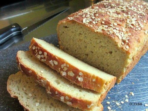 Zelf glutenvrij brood van Quinoameel bakken. Het is een zacht en smakelijk brood en ook nog eens glutenvrij. Dit brood is lekker met roomkaas of jam.