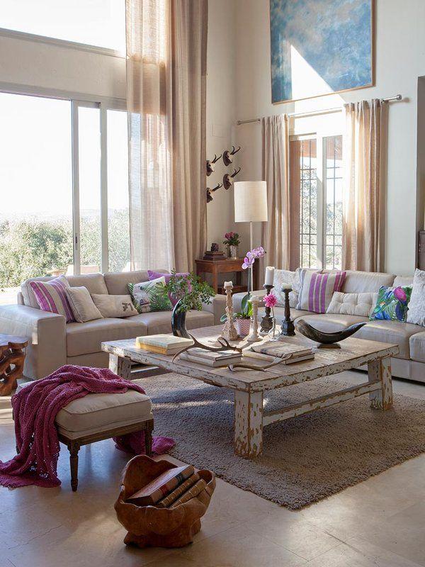 Una casa decorada al natural. En el campo cordobés está esta casa con tanto encanto. Decorada con un estilo rústico chic, el blanco predomina con chispas de rosa y fucsia.