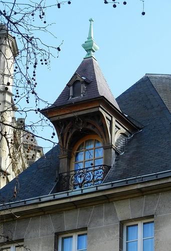 rue de brosse paris iv - Lucarne Moderne Et Toit Tuile