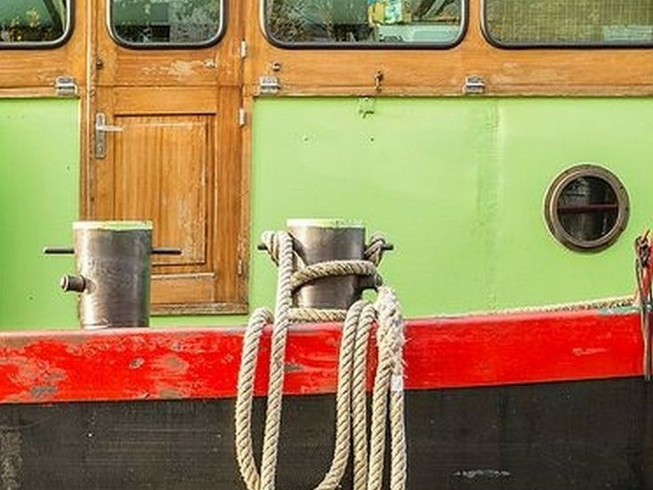 Fishing boat at Peniche harbor - Visit with ON Tours