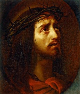 Терновый венец – символ страдания Христа, часто изображается на распятьях.