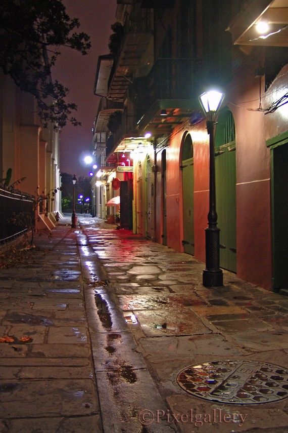 Pirates Alley is a one block long alley that starts at Jackson Square in the heart of the French Quarter. Arrgg..
