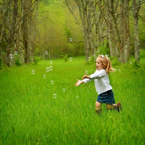 Play outdoors with bubbles! #Happy #Kids