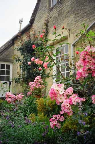 English Garden with Pretty Pinks