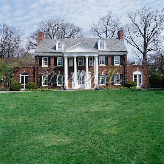 2 Story House With Pillar Brick Houses Colonial House
