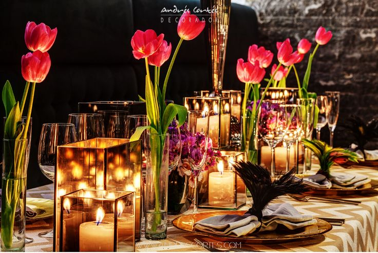 Every single detail make a difference depending on the style of each celebration; Tulips definitely is one of my favorite type of flowers , Mixing up with candles and charger plates make a wonderful and sophisticated table. Design by Andres Cortes. #andrescortes #TableInspiration #Flowers #Flores #Tulipanes