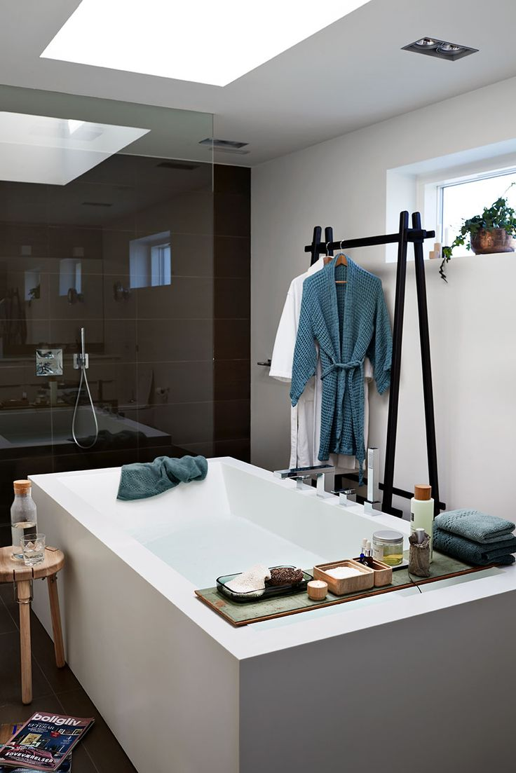 Bathroom styled with accessories from Andersen Design Since 1916