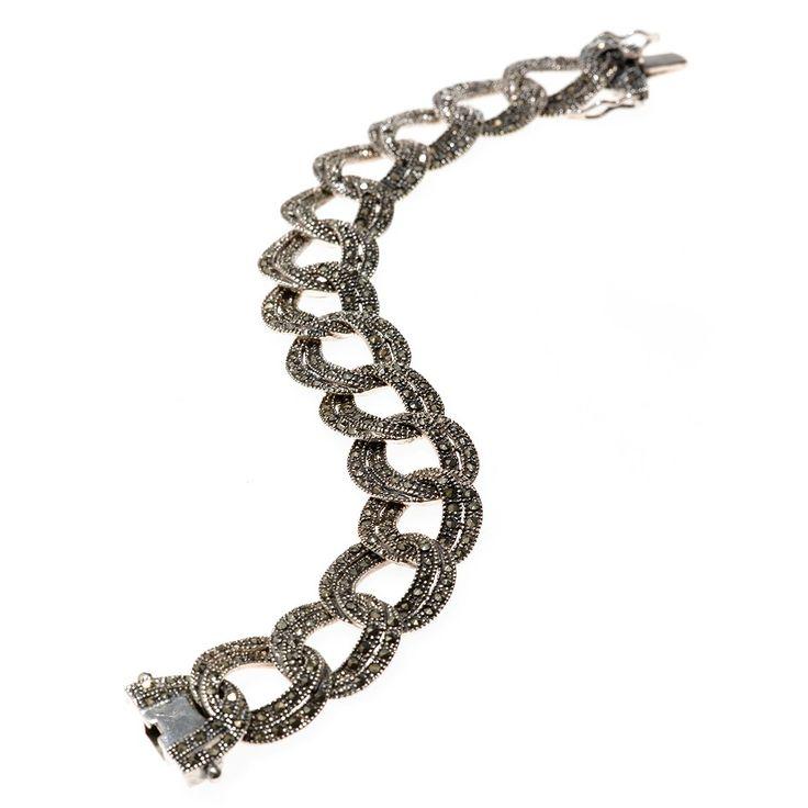 Una pulsera de plata con marquesitas que te encantará. Con collar y pendientes a juego