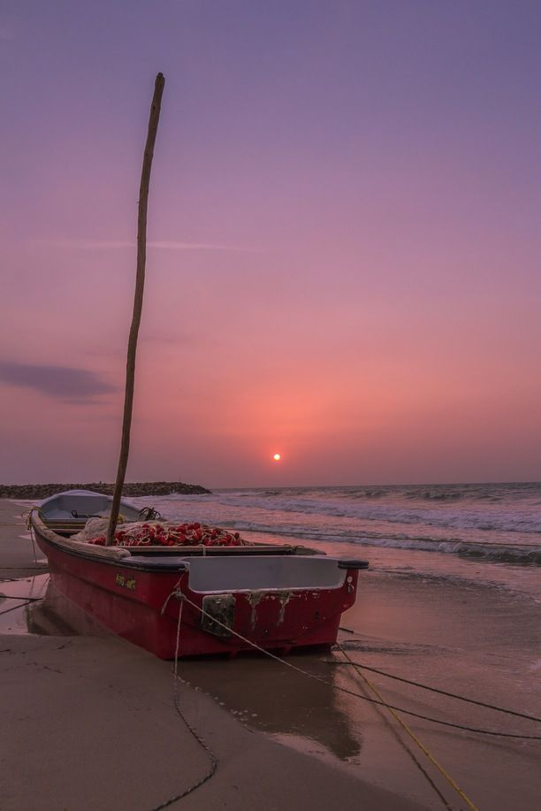 Riohacha, Ríohacha, Colombia — by Juan Colmenares Montoya. beautiful sunset with the fishing boats at la Guajira