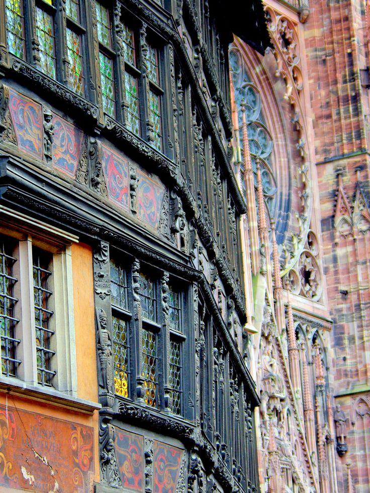 Les jolis détails de la Maison Kammerzell à Strasbourg.  #VisitStrasbourg #VisitAlsace #Alsace