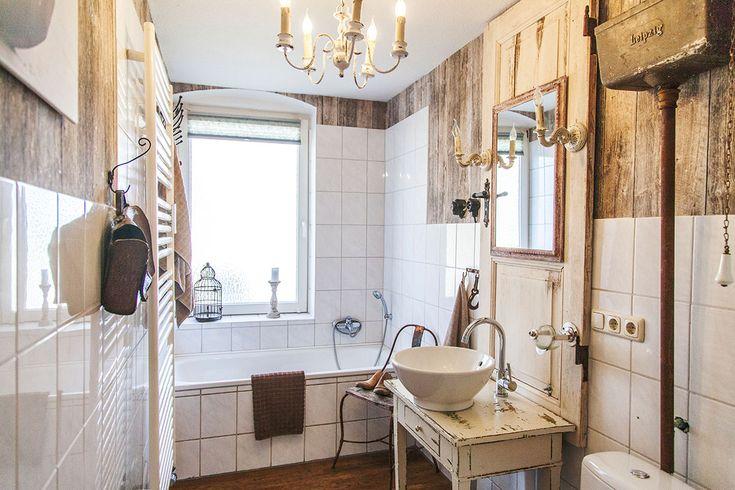 So wohnt der Norden: Auf Zeitreise mit Dagmar aus Husby - Förde Fräulein Badezimmer Shabby-Chic Vintage Antik Kreidefarbe Wohnen Interior