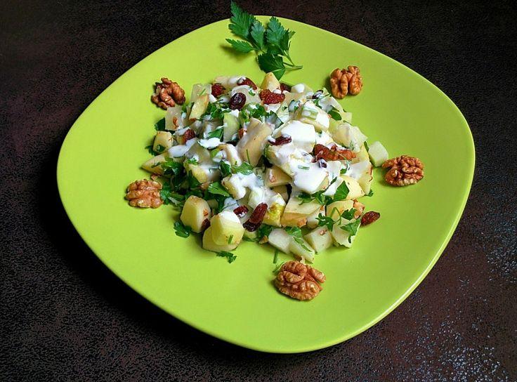 Sałatka z kalarepy, jabłka i orzechów - prosty i smaczny przepis