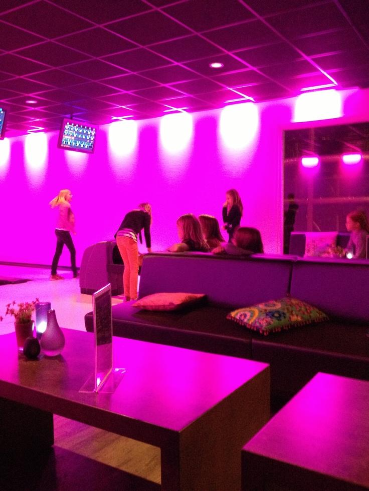 Discobowlen bij Hof van Eckberge: met hippe muziek en speciale effecten