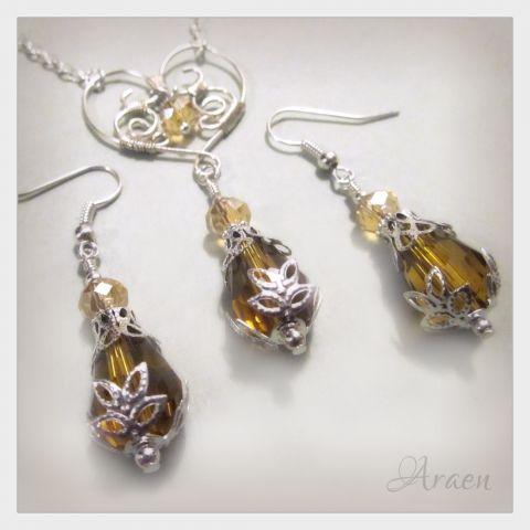 Victorian style #earrings and #necklace #jewelry set with wire wrapped #heart.