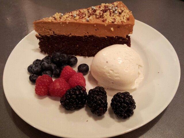 Chokoladedrøm med is og frugt. Chokoladetopping med marscaspone. Femina nr. 52. Dec. 13