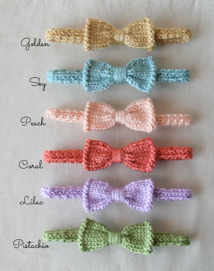 @Melanie Bauer Timm Mini Knit Bow Headband for a baby girl, I will need this in the future!