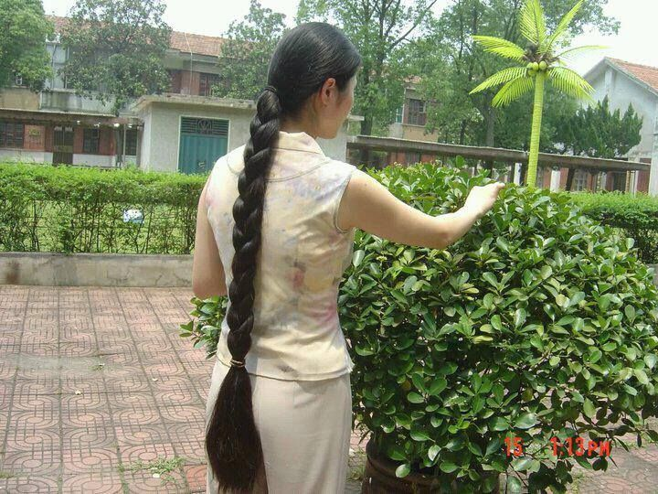 1. Make Tea from Curry Leaves for your hair. Boil some curry leaves in water, squeeze a lime and add some sugar to it. Drink this tea daily for 1 week this will increase hair growth, make your hair smooth, shiny and prevent white hairs. Intake of