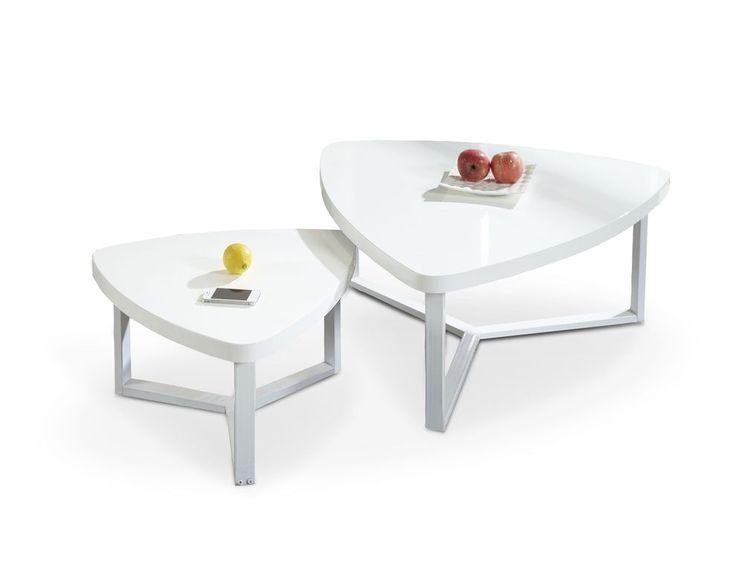 Hoogglans witte salontafel bestaande uit twee losse tafeltjes voorzien van verchroomd stalen poten