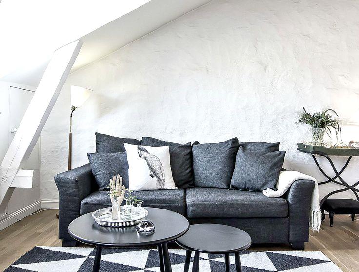 kanapa w szarościach