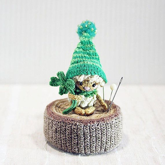 Lucky Sheep in green cap with a four-leaf clover knitted