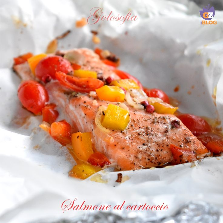 Salmone al cartoccio, un piatto leggero ma ricco di sapore! questa modalità di cottura mantiene il pesce morbidissimo e tanto saporito, povero di grassi.