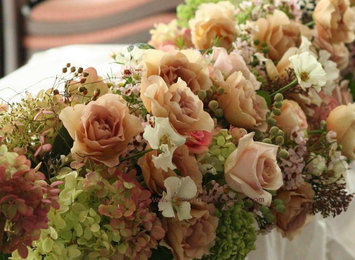 元代々木ハウス様の装花 オードリーとジュリア 2 メインテーブル