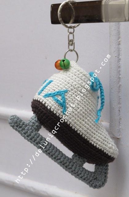 Key chain  amigurumi ice skating shoes