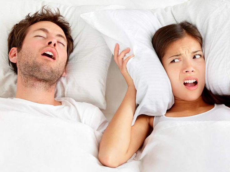 Schnarchen & Schlafapnoe: Ursachen und was gegen Schnarchen hilft