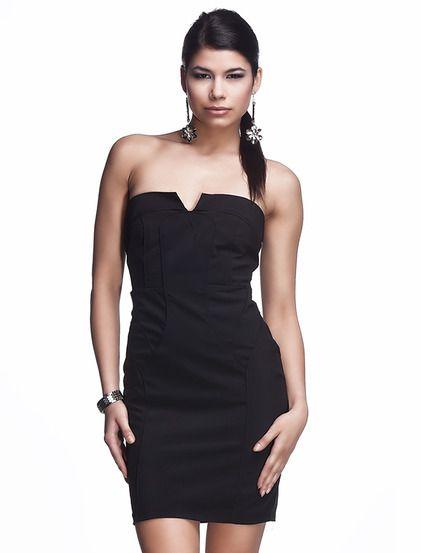 Φόρεμα Μίκρο - Sophisticated φόρεμα με ίσια γραμμή και μεσαίου μήκους, κατάλληλο για κάθε μέρα. Το κόψιμο είναι με τριγωνικό στυλ στο μπούστο. Το φόρεμα έχει αφαιρούμενες τιράντες.Διαθέτει κρυφό φερμουάρ στο πισω μέρος.19.99€ #tounik #foremata #dresses