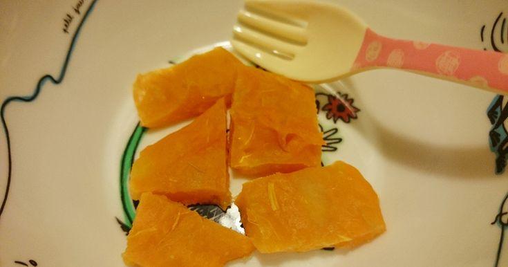 離乳食中期~後期の手づかみ食べ用。さつまいもの甘味とりんごの酸味が美味しい油を使わない簡単プチケーキです。