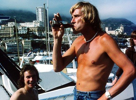 Those were the Days.   Messrs. Hunt & Sheene. How many World Champions do you see having a beer and a laugh in Monaco these days ?'