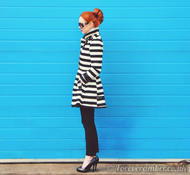 stripe trench, red hair, heels. love everything about this!