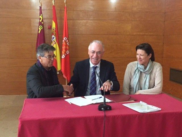El Ayuntamiento de Murcia, a través de la Concejalía de Urbanismo, Medio Ambiente y Huerta, ha firmado un convenio con la Asociación Columbares para realizar actuaciones de sensibilizaci� ...