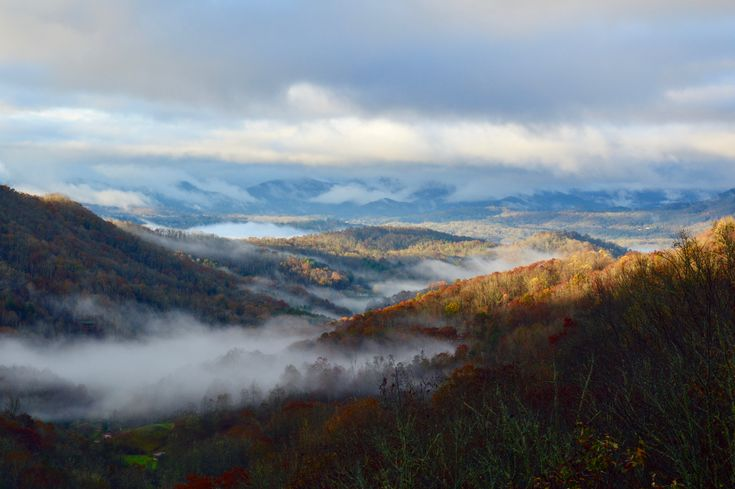 The view from my home in western North Carolina USA. The Great Smoky Mountains in fall. [OC] [6000x4000]