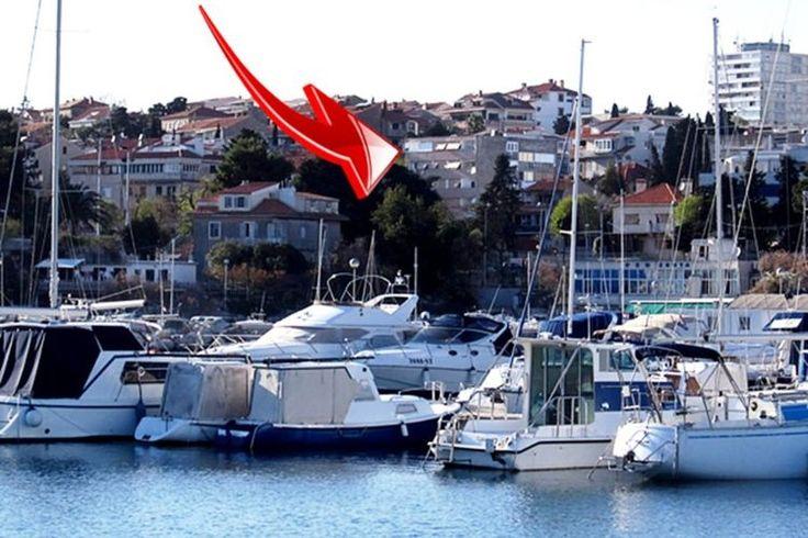 In de plaats Split hebben wij een appartement te huur met uitzicht op de jachthaven. Een prima plek om de vakantie in Kroatië door te brengen. het vakantiehuis kan onderdak bieden aan maximaal vijf personen.