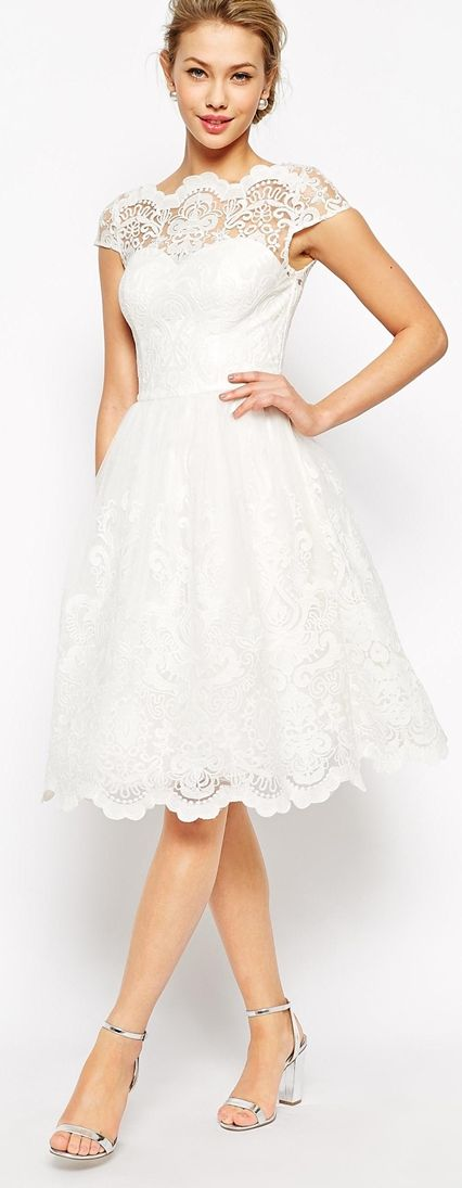 Reminds me of the white dress I have already, the synching at the waist helps to slim my figure.