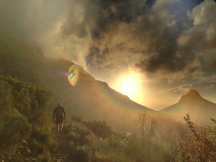 Misty sunny Table Mountain, Cape Town. (Photo A. Jacobsen)
