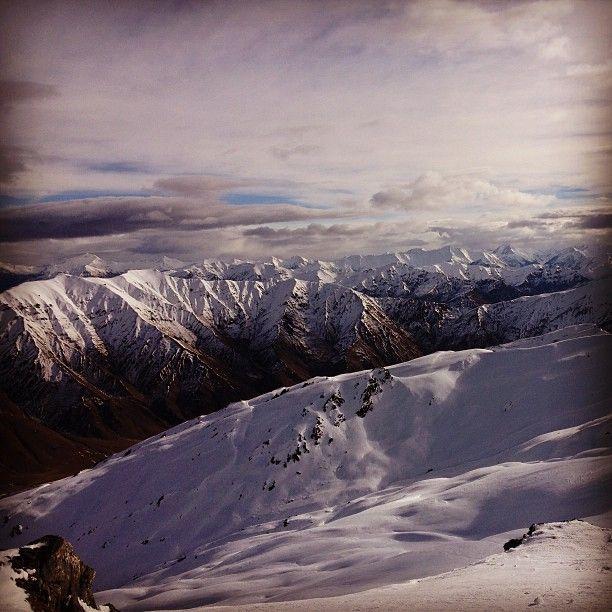 First day skiing NZ! Ahhmazing! @tom_wilding #newzealand #cardrona #whitestar #queenstown #dranktoomuchlastnight #youmutt #reflective