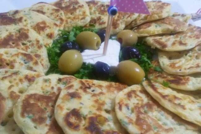 Peynirli pankek tarifi tarifi... KENDİ MUTFAĞINDA ŞEF adlı okurumuzun gönderdiği Peynirli pankek tarifi tarifi... http://www.hurriyetaile.com/yemek-tarifleri/sizden-gelenler/peynirli-pankek-tarifi-tarifi_4288.html