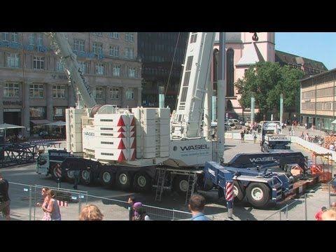 ▶ Kölner Dom - Demontage des 2. Hängegerüst - Cologne Cathedral Scaffolding - Part 1 crane montage - YouTube